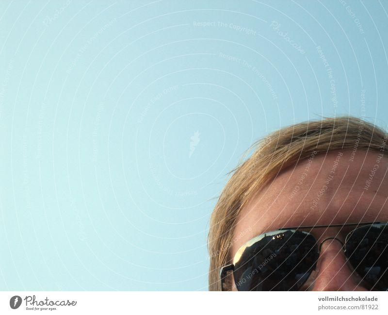 hackfresse Himmel Mann Wolken Haare & Frisuren blond Haut Nase Schönes Wetter Falte Student Spiegel Konzert Sonnenbrille Anstreicher Pilot Pilzhut