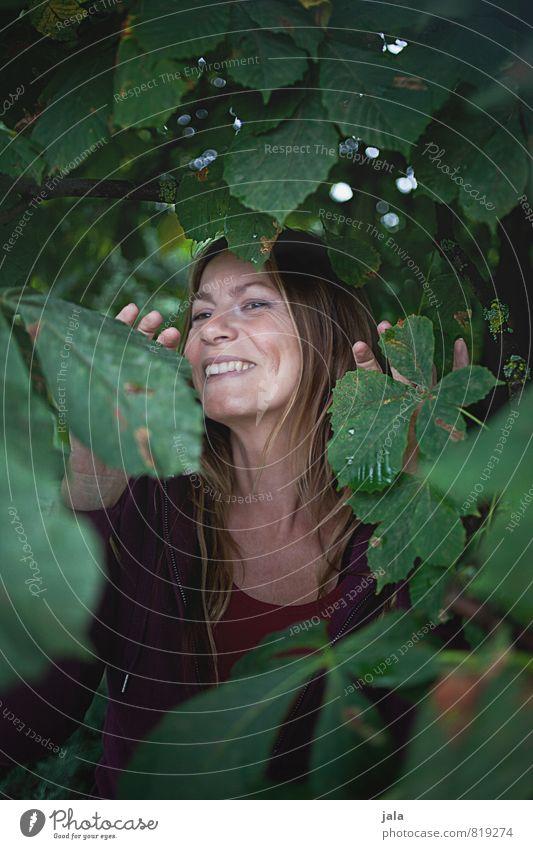 lady s. Mensch feminin Frau Erwachsene Gesicht 1 45-60 Jahre Natur Pflanze Baum Lächeln lachen ästhetisch Freundlichkeit Fröhlichkeit Glück schön positiv Freude