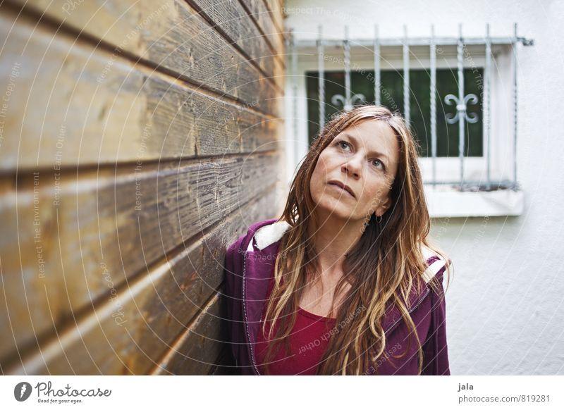 aufblicken Mensch feminin Frau Erwachsene 1 45-60 Jahre Haare & Frisuren brünett blond langhaarig träumen Traurigkeit gut schön Hoffnung Glaube Sorge Sehnsucht