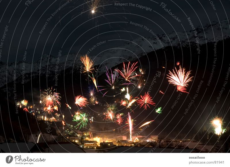 Himmelskörper Montafon Schnee dunkel Nacht Österreich Dorf Physik Geschwindigkeit mehrfarbig Silvester u. Neujahr Europa Skigebiet Neuanfang Langzeitbelichtung