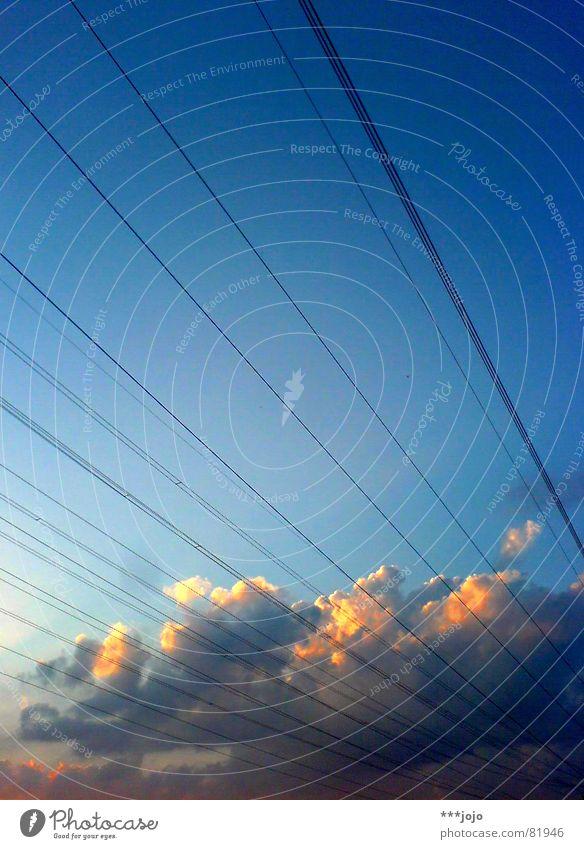 tiepolo, elektrifiziert Himmel blau Wolken orange gold Energiewirtschaft Elektrizität Netzwerk Kabel Streifen außergewöhnlich leuchten Draht erleuchten Leitung