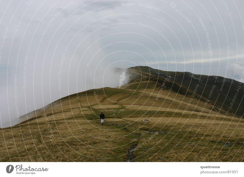 Monte bregagno Comer See Nebel Wolken wandern Herbst Ferien & Urlaub & Reisen Italien Herbstbeginn Windböe Bergkette Spritztour Gewitterregen Regen Bergwiese