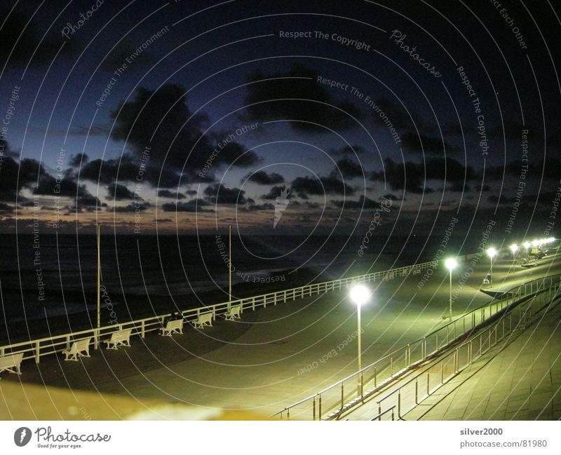 Strandpromenade bei Nacht Wasser Meer Lampe dunkel Küste Sylt