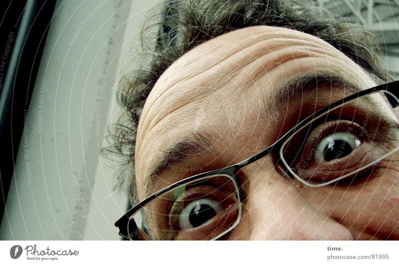 Freak Out! Allowed! Don't Doubt! Be Proud! Mann Freude Gesicht Auge Glück lustig Erwachsene Glas Nase Horizont Perspektive Fröhlichkeit Brille Aussicht Bildung