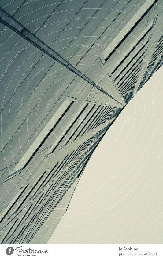 hoch h(in)aus Hochhaus Architektur Mauer Wand Fassade Fenster Beton Glas grau Leipzig Farbfoto City-Hochhaus Leipzig Perspektive Gedeckte Farben Außenaufnahme