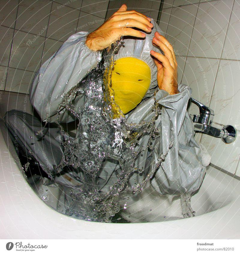 grau™ - wasserratte Bad gelb grau-gelb Anzug rot Gummi Kunst dumm sinnlos ungefährlich verrückt lustig Freude Badewanne feucht Flüssigkeit Schaum Quadrat