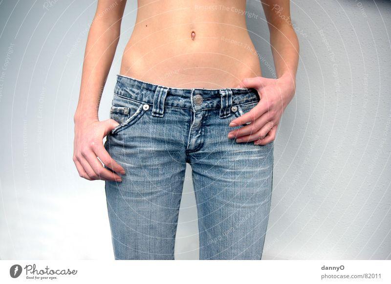 jeans beauty Hose Hand Bauchnabel braun Finger schön Arme blau Erotik Körper Jeanshose