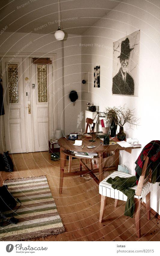 zuhause Leben Wärme Tür Wohnung Tisch Sicherheit Stuhl Innenarchitektur Vertrauen Physik Häusliches Leben Schreibtisch Möbel Eingang Etage Gefühle