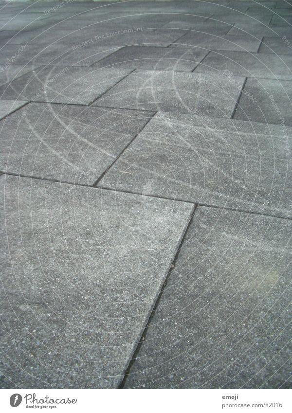 Kratzspuren grau kratzen Ecke Rechteck Bodenplatten Kratzer Spuren eckig graphisch schwarz weiß Stein Mineralien Schwarzweißfoto striemen Bodenbelag Linie Kurve