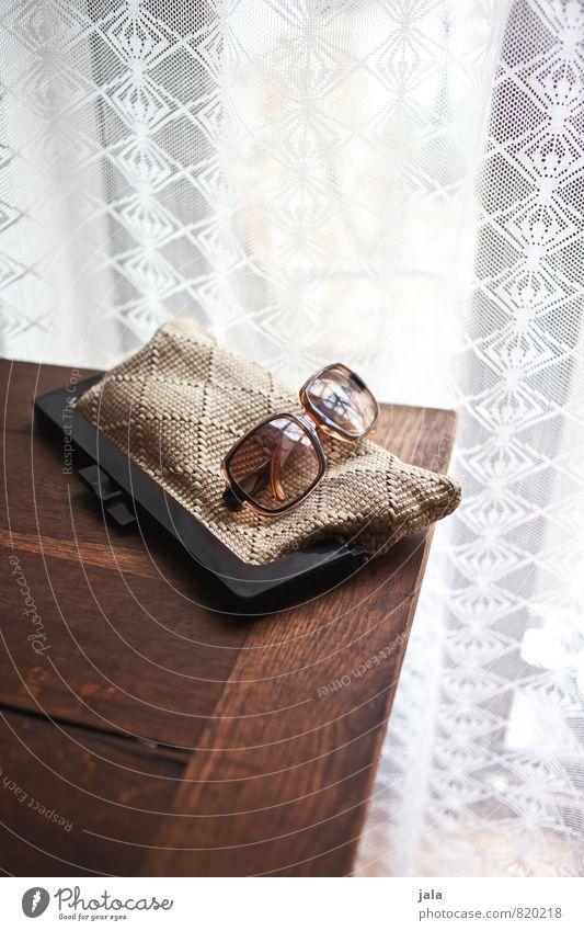 accessoire Mode ästhetisch gut trendy Sonnenbrille Accessoire Holztisch Handtasche