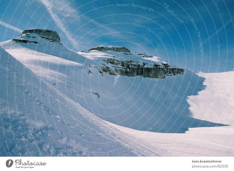 Kathedrale im Schnee Hochgebirge Nachmittag Luft kalt frisch Skigebiet atmen verdunkeln Schatten Spielen Winter Berge u. Gebirge Felsen Himmel Sonne Klarheit
