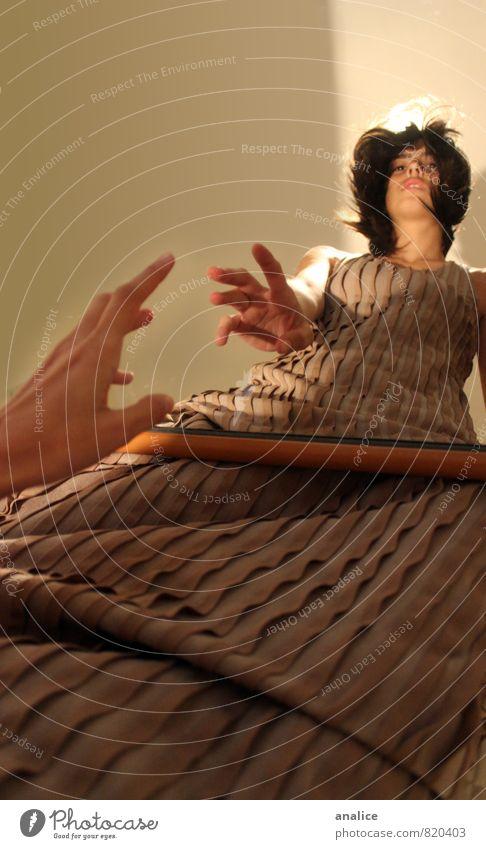 den Spiegel überqueren Mensch feminin Frau Erwachsene 1 Kleid brünett beobachten berühren Denken Liebe stehen Traurigkeit dünn Unendlichkeit Krankheit braun