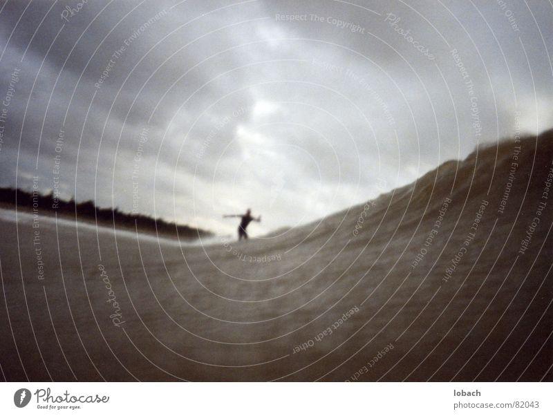 Flemming Bunk rockt den Ostsee Surfen Wassersport Wellen grau kalt Herbst Sturm Naturgewalt Spielen Meer Himmel Einsamkeit Norden Deutschland Niedersachsen