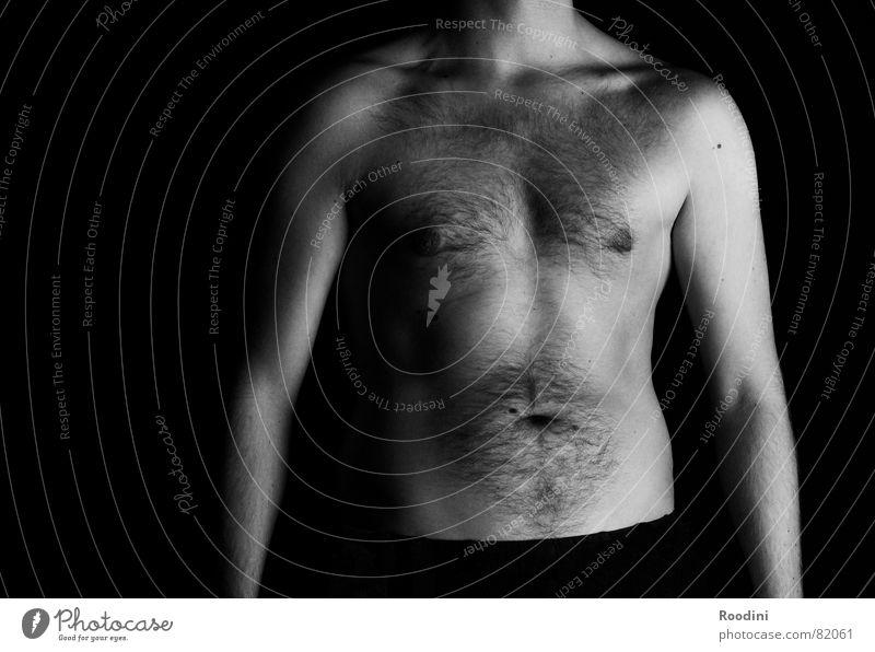 Körpersprache Torso Brustwarze Oberkörper nackt dünn Mann Bauchnabel Körperhaltung stehen Schulter Brustkorb Anatomie Brustbehaarung Problemzone Schwarzweißfoto
