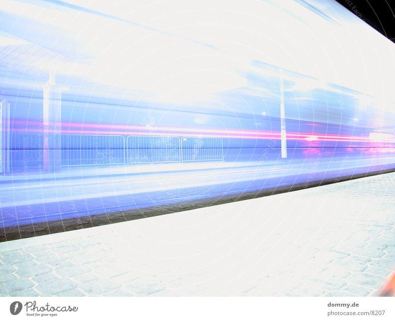 Sche*** Bahn verpasst Farbe Eisenbahn Station Straßenbahn grell Würzburg