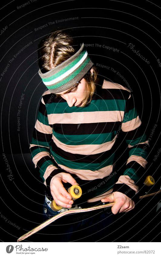 skatevision II Skateboarding planen Zukunft stehen Mann lässig Stil Stirnband Bart Denken berühren Hand Erscheinung think Parkdeck portraite Mensch festhalten