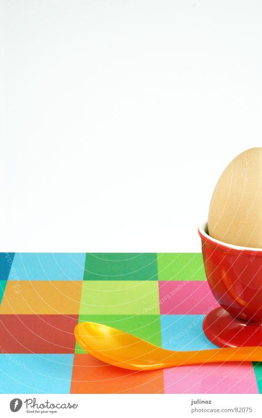 Fruehstuecksei rot Ostern Schneidebrett Frühstück Eierbecher Löffel mehrfarbig Ernährung Küche egg egg cup breakfast Easter spoon red frühstücksei