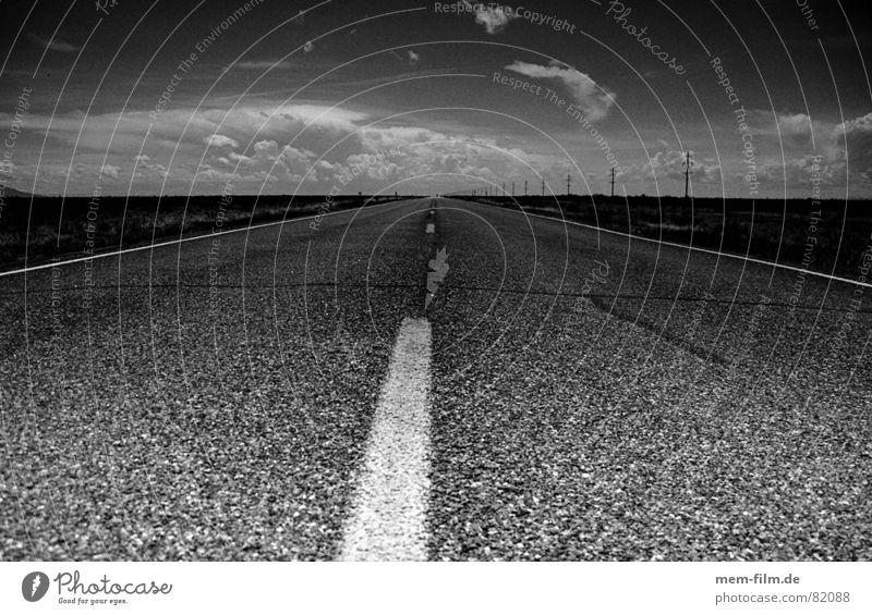 aufbruch Ferien & Urlaub & Reisen Straße Wege & Pfade Freiheit Verkehr Beginn Ausflug fahren Asphalt Richtung Verkehrswege Straßenbelag Fahrbahn Landstraße