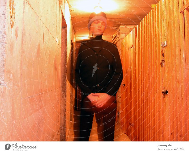 wir sehen uns... (Höllenversion) Mann Anzug Keller rot gefährlich Langzeitbelichtung thomas