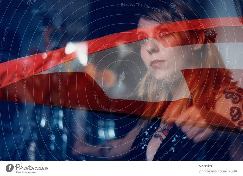 wir alle tragen tätowierungen 1 Frau Auge Kunst blond Europa Fahne Lippen Kultur Schweiz Amerika Tattoo Landkarte Heimat Weste Kunsthandwerk Junge Frau