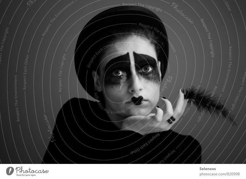 . Mensch feminin Frau Erwachsene Kopf Haare & Frisuren Gesicht Auge Ohr Nase Mund Lippen Hand Finger 1 Ring Hut Feder träumen Traurigkeit dunkel Gefühle