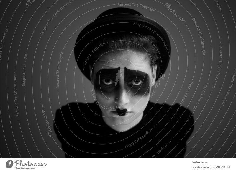 / \ Karneval Mensch Frau Erwachsene Gesicht Auge Nase Mund Lippen 1 Theaterschauspiel Zirkus Rockabilly Hut Melone Traurigkeit dunkel Gefühle Stimmung Sorge