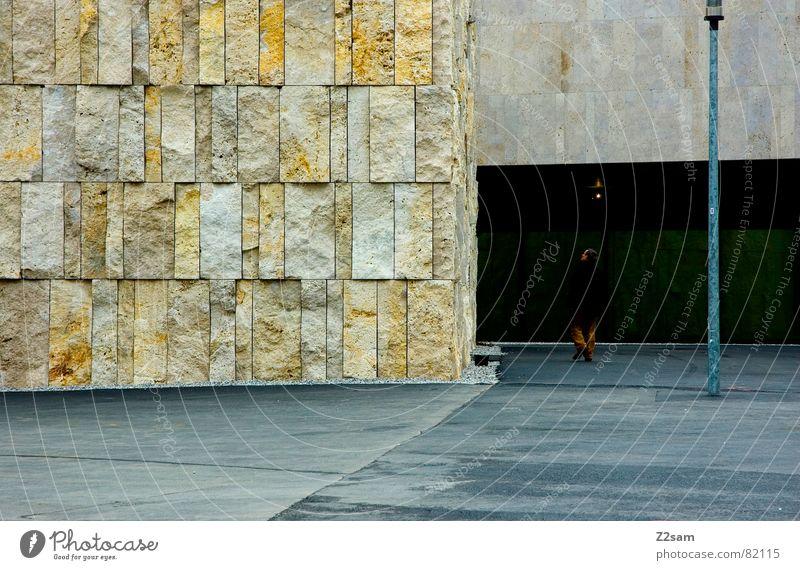 zwischendrin Mensch Mann Stein Gebäude laufen modern stehen Mitte Laterne Teer aufeinander nebeneinander