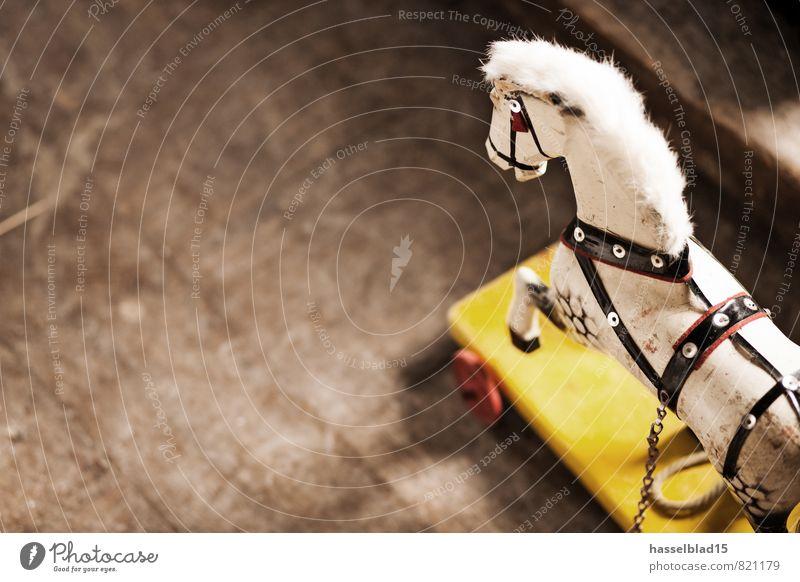Schaukelpferd Kind Jugendliche alt Weihnachten & Advent weiß Tier Freude gelb Spielen Glück Lifestyle Wohnung Häusliches Leben Freizeit & Hobby Dekoration & Verzierung Fröhlichkeit