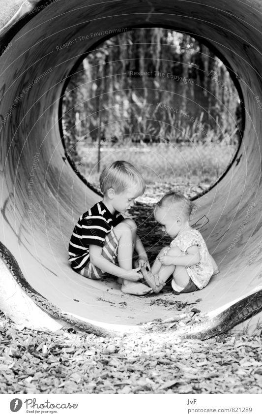 seltener anblick Mensch Kind Natur Mädchen Umwelt feminin Junge Glück Stein Sand Freundschaft maskulin Familie & Verwandtschaft Zufriedenheit blond Kindheit