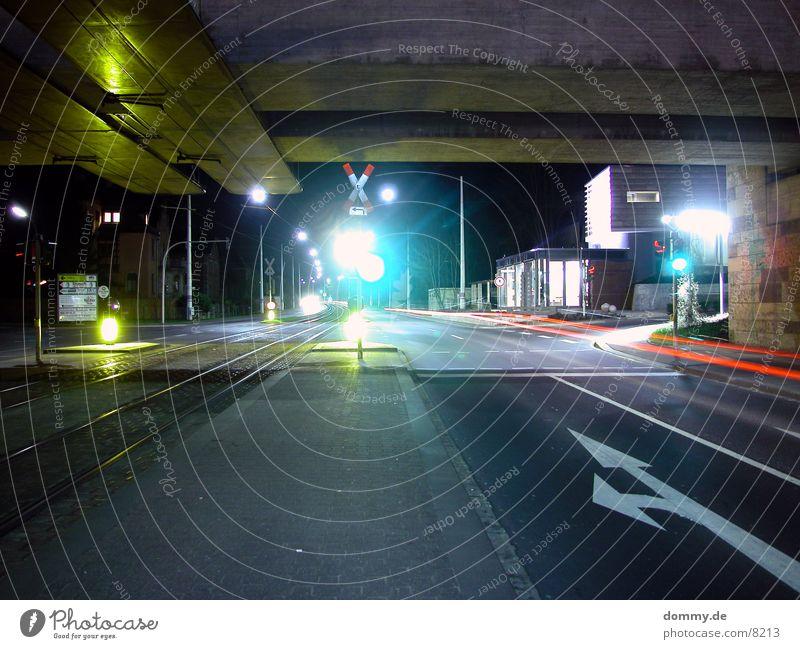 Haltestelle Straßenbahn Langzeitbelichtung Nacht dunkel Station straba