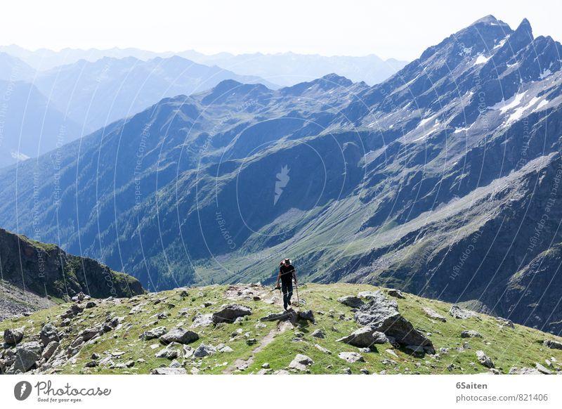 gewaltige Ruhe Mensch Natur Mann Sommer ruhig Landschaft Ferne Erwachsene Berge u. Gebirge Wege & Pfade Freiheit gehen maskulin groß wandern Schönes Wetter