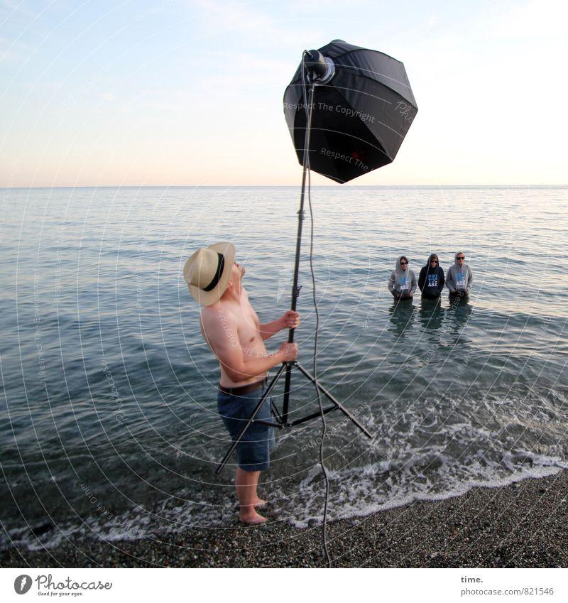 best boy still on set Mensch Himmel Wasser Meer Strand Küste Kunst Horizont Ordnung Wellen stehen Technik & Technologie Abenteuer festhalten Zusammenhalt
