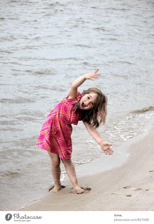 Lina macht die Welle Mensch Kind Wasser Mädchen Strand Umwelt Leben Bewegung Küste Glück Sand Wellen Kindheit stehen Fröhlichkeit Kreativität