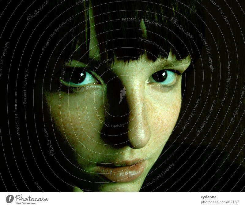 Ich seh Dich auch nachts! Porträt Frau Gesicht Aussehen Lippen Haarschnitt Auslöser Selbstportrait Gefühle Blick Schulter dunkel Nacht Mensch face Haut