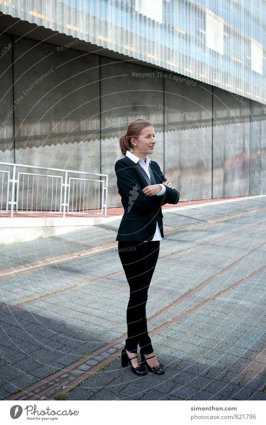 Business Woman Mensch Erwachsene feminin Energiewirtschaft Lifestyle Erfolg Industrie Baustelle planen Güterverkehr & Logistik Bildung Stress