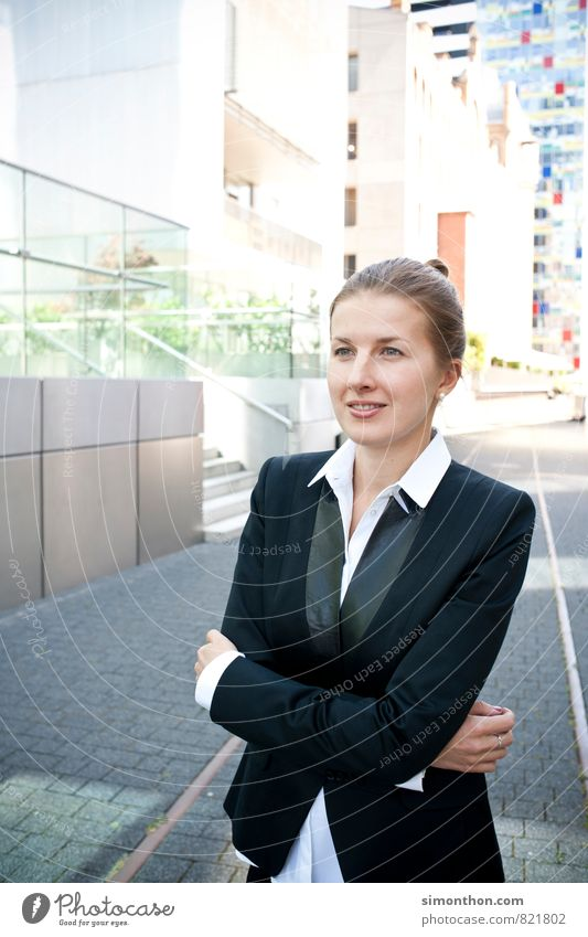 Portrait_Business_Woman feminin sprechen Stil Business Lifestyle Kraft Zufriedenheit modern Erfolg Perspektive Studium Macht Pause Netzwerk Ziel Konzentration