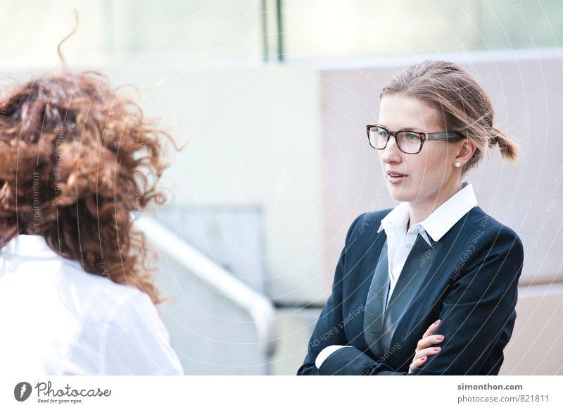 Business feminin sprechen Business Erfolg Kommunizieren Macht Pause planen Netzwerk Team Vertrauen Erwachsenenbildung Werbung Sitzung Wirtschaft Karriere