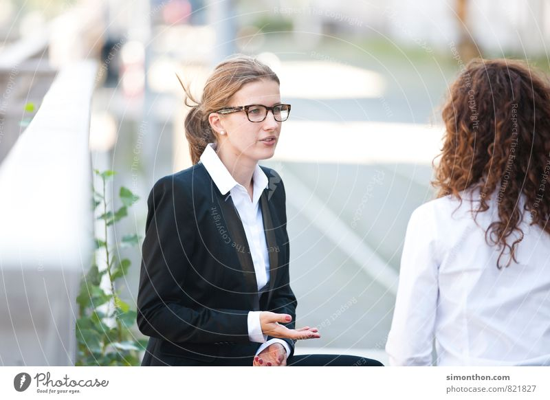 Diskussion Mensch Jugendliche 18-30 Jahre Erwachsene feminin sprechen Business Erfolg Perspektive Pause Baustelle planen Team Vertrauen Erwachsenenbildung Sitzung