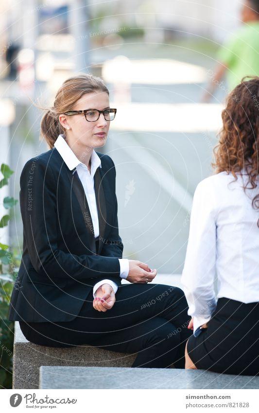 Zuhören Mensch Jugendliche 18-30 Jahre Erwachsene feminin sprechen Business Erfolg Kommunizieren Pause planen Netzwerk Bildung Team Erwachsenenbildung Sitzung
