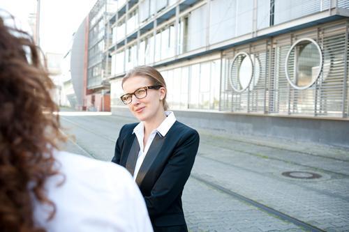 Meeting Bildung Schulhof Lehrer Berufsausbildung Azubi Praktikum Wirtschaft Industrie Handel Güterverkehr & Logistik Energiewirtschaft Kapitalwirtschaft