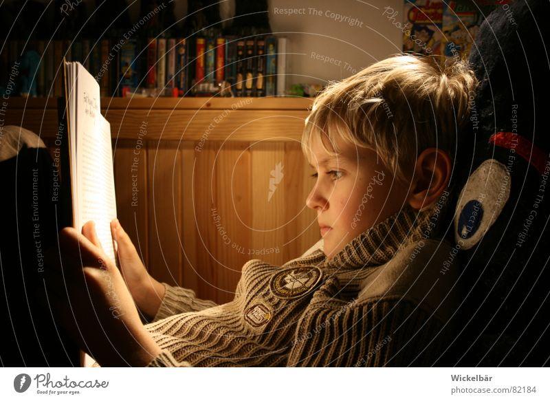 Leseratte Kind Auge Lampe Junge Schule Medien Buch Deutschland Studium lernen Elektrizität lesen Freizeit & Hobby Spielzeug Konzentration Printmedien