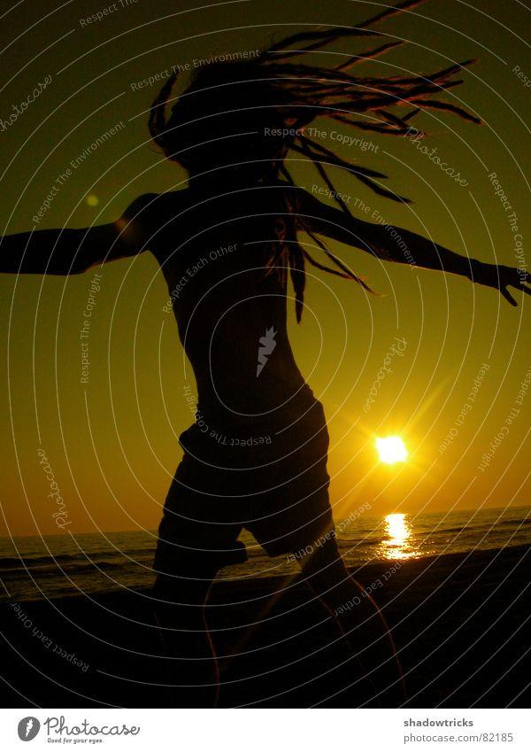 PAUL Kitsch gelb Meer Rastalocken Haare & Frisuren rot Licht Sonnenstrahlen Blende Lichtfleck ruhig sensibel schwarz Gegenlicht Silhouette Sonnenuntergang