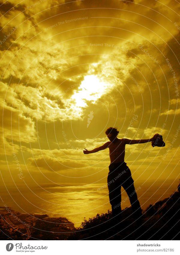 DIE GROSSE FREIHEIT Mensch Himmel blau Wasser Ferien & Urlaub & Reisen Baum Sonne Sommer Meer Einsamkeit Wolken schwarz Ferne Berge u. Gebirge oben Freiheit