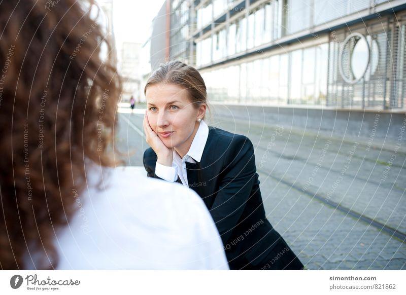Zuhören Mensch Jugendliche 18-30 Jahre Erwachsene feminin sprechen Business Erfolg Kreativität Studium lernen Idee planen Netzwerk Bildung Team