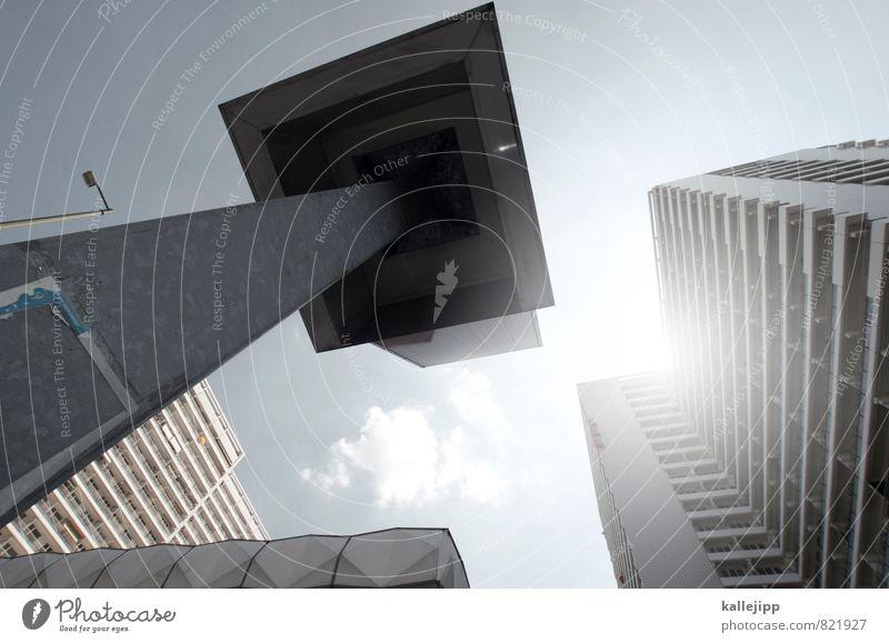 Q Stadt Hochhaus Zukunft Straßenbeleuchtung himmelblau Mieter Quadrat Farbfoto Außenaufnahme Licht Schatten Kontrast Silhouette Reflexion & Spiegelung