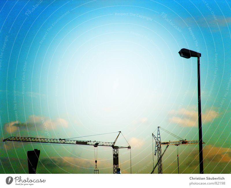 Kranverkehr Himmel Sonne Wolken Schilder & Markierungen Industrie Baustelle Dienstleistungsgewerbe Laterne Straßenbeleuchtung Kran Baukran