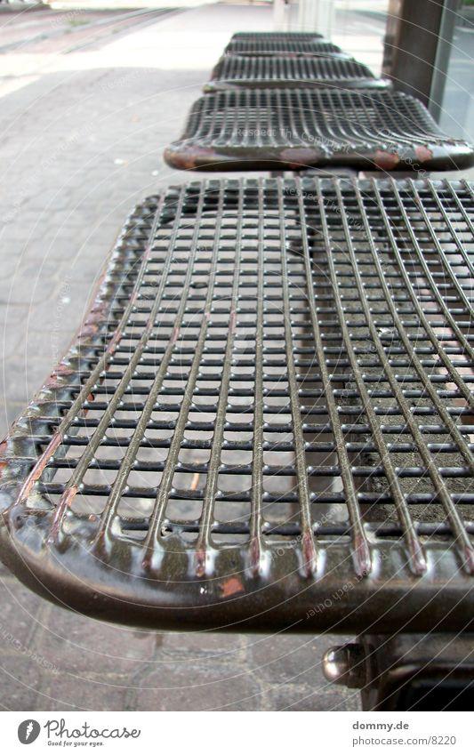 Warteplatz Straßenbahn Sitzgelegenheit Architektur warten strabe Station Bank Metall