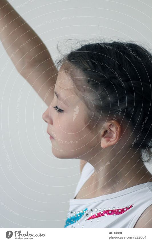 Konzentration Mensch Kind weiß Mädchen Bewegung feminin Kunst Kopf rosa glänzend Musik Kindheit Arme Tanzen ästhetisch Kreativität
