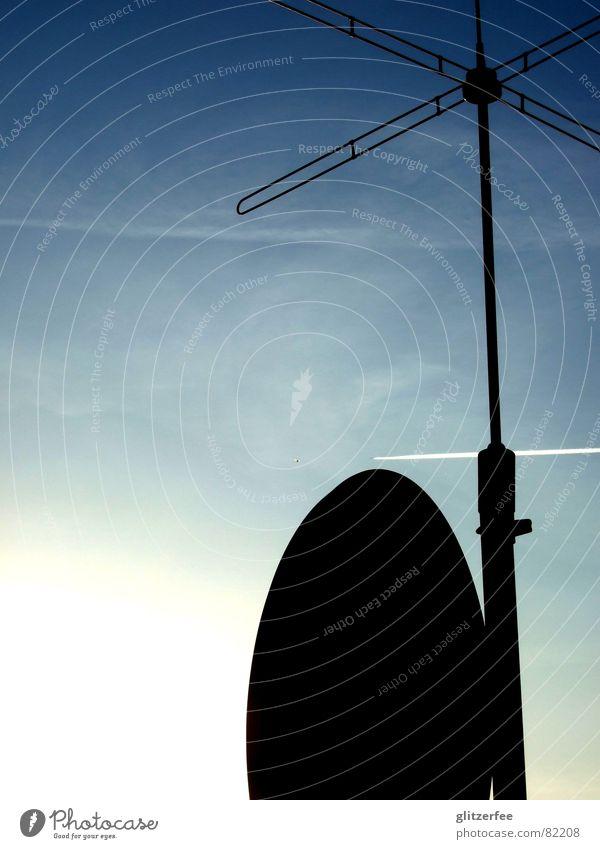 on air Himmel blau Sommer Ferien & Urlaub & Reisen Flugzeug Wetter Technik & Technologie Fernseher Radio Antenne Fee Schleier Elektrisches Gerät Sendemast Satellitenantenne