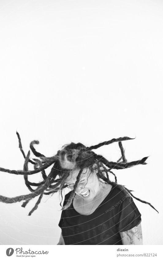 Aggroturismo 2 | Move Mensch Frau Jugendliche Junge Frau Gesicht Erwachsene feminin Haare & Frisuren Kopf Kraft Tanzen verrückt Lebensfreude einzigartig Jugendkultur T-Shirt